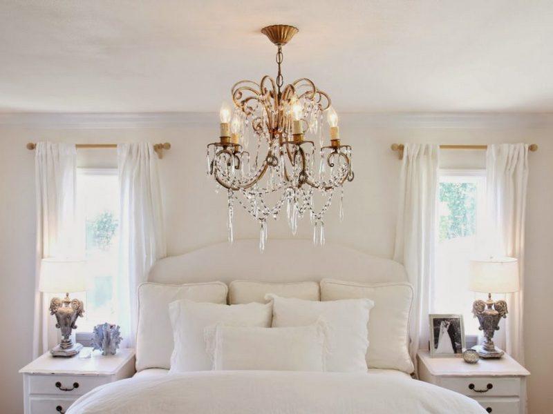 Выбор люстры для спальни